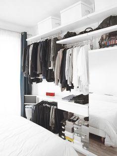 szafa, otwarta szafa, miejsce na ubrania, garderoba, minimalizm. Zobacz więcej : https://www.homify.pl/katalogi-inspiracji/15961/tydzien-mody-w-twoim-domu-przechowywanie-ubran