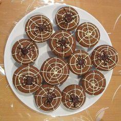 Silvia's Tortenträume: Schokomuffins mit Spinne Spinnennetz Deko Halloween einfach