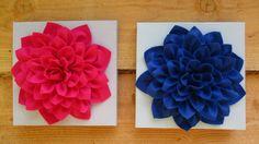 Vrolijke bloemen van vilt op canvas.Afm. 30x30 cm.