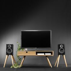 Mesa para televisión hecha en madera maciza de roble por Habitables