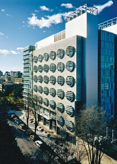 BC Cancer Agency Research Centre - designed by Richard Henriquez - windows mimic petri dishes - LEED Gold Vancouver Architecture, Portland State University, University Architecture, Research Centre, Sustainable Architecture, Sustainability, Photo Wall, Windows, Ramen