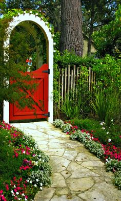 Love this red gate/trellis combo