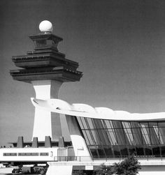 Dulles Airport designed by Eero Saarinen in 1962 had exposed concrete structure, a large open plan and curved roof. Click through for more images of D.'s brutalist architecture. Airport Architecture, Architecture Mapping, Roof Architecture, Garden Jacuzzi Ideas, Airport Theme, Brutalist Buildings, Eero Saarinen, Patio Tiles, Tower Design
