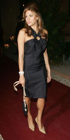 Eva Mendes Photos - Actress Eva Mendes arrives to attend the Vogue Party during the Milan's fashion week on September 2005 in Milan, Italy. Amazing Outfits, Cool Outfits, Eva Mendes And Ryan, Celebrity Women, Ryan Gosling, Beauty Queens, Milan Fashion, Pretty Woman, Business Women