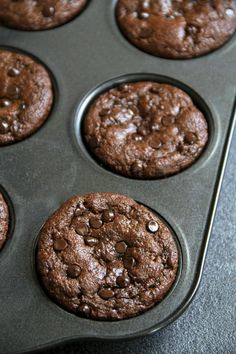 Flourless Chocolate Zucchini Muffins glutenfree grainfree oilfree dairyfree refined sugarfree but so soft and delicious that youd never be able to tell Chocolate Zucchini Cookies, Healthy Chocolate Zucchini Bread, Best Moist Chocolate Cake, Flourless Chocolate, Chocolate Muffins, Gluten Free Chocolate, Chocolate Recipes, Flourless Muffins, Gluten Free Zucchini Muffins
