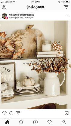 Fall Mantle Decor, Fall Home Decor, Fall Decorations, Autumn Home, Thanksgiving Decorations, Seasonal Decor, Farmhouse Halloween, Fall Harvest, Autumn Inspiration