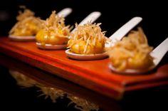 Sipan, restaurante especializado en cocina peruana, fue distinguido por el gobierno de Perú como el mejor restaurante peruano de la Argentina y uno de los diez mejores del mundo. Entre sus especialidades, se sugiere probar el ají de langostinos, la causa limeña y el lomo saltado criollo.