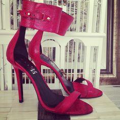 Enamorada de mis nuevas sandalias de @Mas34 shop - sillaparamibolso- #webstagram