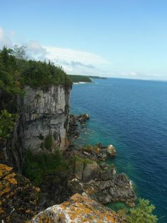 Hiking on the Bruce Trail, Bruce Peninsula Cool Countries, Countries Of The World, Canada Travel, Usa Travel, Tobermory Ontario, Flowerpot Island, Lake Huron, Backpacking Tips, Natural Energy