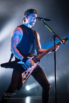 Matt Tuck of Bullet For My Valentine performing at The Fillmore. The Fillmore Silver Spring, Maryland March 2016 Bullet For My Valentine, The Rock, Rock N Roll, My Hero, Pure Products, Metal, My Style, Bands, Music