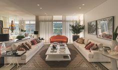 Uma grande casa para a família viver e conviver ao longo do tempo. O arquiteto Cristiano Tonietto projetou um espaço generoso com mais de 700m² construídos, criados para o bem-estar, harmonia e funcionalidade. Tudo isso situado em uma ampla área verde próxima à cidade.