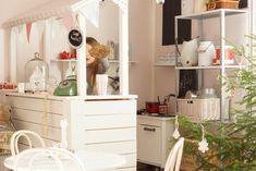 Kodin Kuvalehti – Blogit | Ruususuu ja Huvikumpu – Tee itse talven paras huulirasva Vanity, Furniture, Home Decor, Dressing Tables, Powder Room, Decoration Home, Room Decor, Home Furnishings, Makeup Dresser