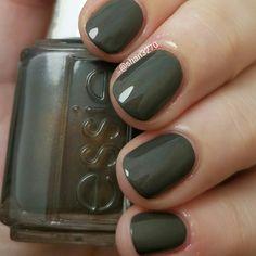 Armed and ready Essie nail polish. Cute Summer Nails, Cute Nails, Pretty Nails, New Nail Colors, Nail Polish Colors, Orly Nagellack, Hair And Nails, My Nails, Gel Nail Art Designs