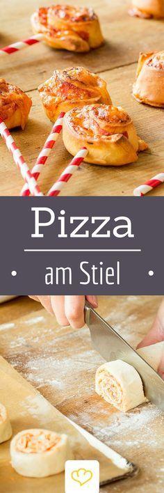 Pizzasticks mit Salami - nach der süßen Cake-Pop Revolution gibt's jetzt auch herrlich herzhafte Pizza am Stiel!