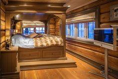 UGLA - Noen ganger går drømmer i oppfyllelse. Real Estate, Cabin, Bed, Furniture, Home Decor, Decoration Home, Stream Bed, Room Decor, Real Estates