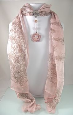 Bijou de foulard sur bélière avec foulard, nacre rose et métal argenté - 260115-BJ-001 : Echarpe, foulard, cravate par si-mes-perles-etaient-contees