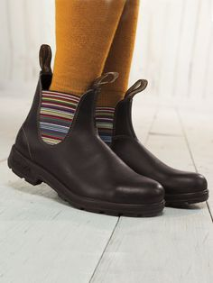 Shop Women's Blundstone Boots. Iconic elastic-sided ankle boots in weather-resistant leather. Ultralight, supportive & comfy for all-day walking. Sizes 6-11.