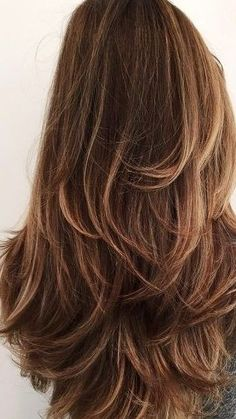How to create a perfect blowout from home in less than 5 minutes! You NEED this blowout hair tutorial..