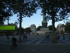à+la+Bastille+ce+samedi-là+:+Il+avait+dit+Je+viendrais+te+rejoindre+j'ai+envie+d'écouter+(1)+puis+il+n'en+a+rien+fait+-+trop+fatigué+-+pour+me+faire+plaisir+il+l'est.+Alors+j'ai+eu+un+moment+seule+entre+le+Petit+Palais+et+le+restaurant+qu'il+m'offrait+-+pour+celui-là+au+moins+il+ne+s'est+pas+dégonflé+-.+ Je+me+suis+posée+à+Bastille+pour+un+chocolat+chaud+qui+me+réconfortait.+Et+fina...