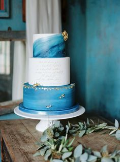 Gold Wedding Cakes Watercolor ocean wedding cake blue sea - Will yours cut it? Beautiful Wedding Cakes, Gorgeous Cakes, Pretty Cakes, Amazing Cakes, Cake Trends, Painted Cakes, Wedding Cake Inspiration, Wedding Ideas, Wedding Pics