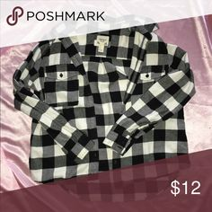 Black and White Flannel Worn about five times and it's still in good condition. Feel free to bundle. Forever 21 Tops Button Down Shirts