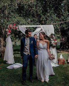 """Te estuve esperando... toda la vida"" 💘 . . . 📸 Fotógrafo: @jvargasfoto 🍗 Banquete: @domingaeventos Bridesmaid Dresses, Wedding Dresses, Photo And Video, Instagram, Fashion, Couple, Courthouse Wedding, Wedding Glasses, First Dance"