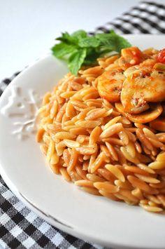 Arpa şehriye pilavı... Macaroni And Cheese, Food And Drink, Quinoa, Ethnic Recipes, Baking Ideas, Recipe, Bulgur, Mac And Cheese