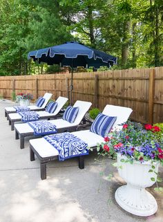 pool cabana makeover - white and grey outdoor sectional, blue and white throw pillows and striped outdoor drapes make for a coastal pool vibe. Living Pool, Outdoor Living, Outdoor Drapes, Outdoor Decor, Outdoor Rooms, Costco Patio Furniture, Rustic Furniture, Furniture Layout, Furniture Ideas