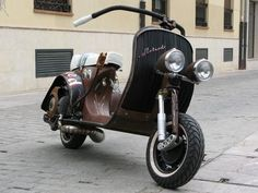 Rat Rod Vespa. From Custom Fighter Spain. You MUST click on the link to see the rest of the bike!!!    http://customfighterspain.blogspot.com.es/search?q=vespa