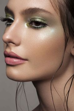 Adora cor na maquiagem, mas tem dificuldade de usar? Veja esse editorial com 6 ideias de como usar verde na maquiagem. Tem para todos os gostos!