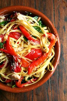Linguine with Roasted Red Peppers, Crabmeat & Basil. I'm noticing a pasta theme with oh, almost all of my food pins. Think Food, I Love Food, Food For Thought, Good Food, Seafood Recipes, Pasta Recipes, Dinner Recipes, Cooking Recipes, Healthy Recipes