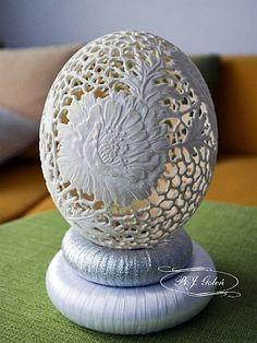 ażurowa strusia pisanka BJGoleń Poniatowa egg carved in Poland easter wielkanoc rzeźba jajko strusia skorupki eggshell