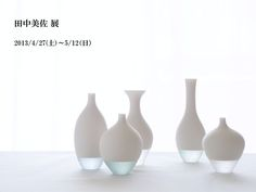 Misa Tanaka Glass and porcelain.this goes with any color scheme and I love the twist of the bottom being clear rather than all white. Design Vase, Glass Design, Japanese Ceramics, Modern Ceramics, Vases, Clear Glass, Glass Art, Dog Feeding Station, Kinetic Art