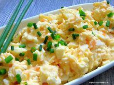 Ein Eiersalat ist ein alter Klassiker. . . Zur Brotzeit passt er sehr gut. Ein leckeres frisch gebackenes Brot ruft geradezu danach, ihn auf die Schnelle selber zu machen.  Hier habe ich einen cremig