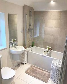 Small Bathroom With Bath, Small Bathroom Interior, Cute Bathroom Ideas, Bathroom Design Small, Modern Kitchen Design, Bathroom Inspiration, Beautiful Home Designs, Elegant Living Room, Minimalist Bathroom