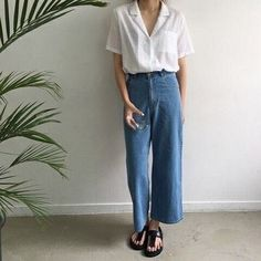 linen/sheer button up tee with high waisted wide legged cropped jeans Looks Primavera, Wide Leg Denim, Wide Jeans, Cropped Wide Leg Trousers, White Denim, Short Sleeve Denim Shirt, Cropped Shirt, Crop Blouse, Collar Blouse