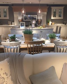 Visited the new Neptune store in Bath today. what can I say, so so beautiful! 🌿 I'll share some more photos tomorrow 💛 Open Plan Kitchen Living Room, Kitchen Dinning Room, Kitchen Family Rooms, Home Decor Kitchen, Kitchen Interior, Chic Living Room, Home Living Room, Farmhouse Style Kitchen, Country Kitchen