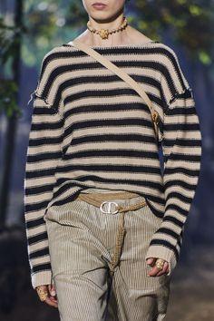 Christian Dior Spring 2020 Ready-to-Wear Collection - Vogue 2020 Fashion Trends, Fashion Mode, 1950s Fashion, Fashion 2020, Fashion Show, Club Fashion, Dior Fashion, Vintage Fashion, Christian Dior