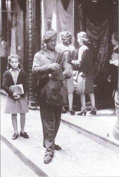 NAPOLI 1950 - VENDITORE D'INCENSO CONTRO IL MALOCCHIO - FOTO CARBONE
