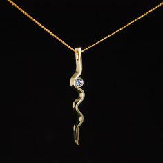 Prachtig cadeau voor een kersverse moeder! Gouden geboortehanger met lichtblauwe Cubic Zirkonia. #geboortesieraden   #goudsmidmetpassie