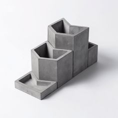 Origami inspired concrete stationery series - Diy And Craft Cement Design, Cement Art, Beton Design, Concrete Cement, Concrete Furniture, Concrete Crafts, Concrete Projects, Concrete Planters, Polished Concrete