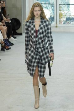 Louis Vuitton - Spring 2017 Ready-to-Wear