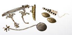 Kansallispuvun korut Viking Age, Iron Age, Jewelry Accessories, Clothing, Finland, Outfit, Jewelry Findings, Clothes, Vestidos