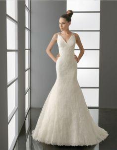Vestido de novia con encaje, escote en V de colección Aire Barcelona 2012
