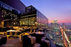 Rooftop bars seem to be the latest craze in Bangkok, so much so that I wonder just how many cities in the world have more rooftop bars than here? And open-air bars are popular for a reason! The weather during half the year is safe, you never have