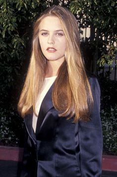 Best beauty looks Alicia Silverstone At the 1994 MTV Movie Awards, Alicia Silverstone (who had yet to appear in Clueless) rocked the straight hair we know so well. 90s Hairstyles, Straight Hairstyles, Alicia Silverstone 90s, Cher Clueless, Cher Horowitz, Famous Women, Famous People, Girl Crushes, 90s Fashion