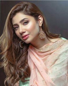 Pakistani actress mahira Khan bollywood tempting insane beauty face unseen latest hot sexy images of her body show and navel pics with big c. Pakistani Actress Mahira Khan, Bollywood Actress, Bollywood Celebrities, Pakistani Dramas, Pakistani Models, Pakistani Girl, Pakistani Makeup, Punjabi Girls, Pakistani Bridal