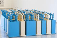 Vista de la instalación Victory Boxes de Edward Allington parte de la exposición Ideal Standard Forms en el GAM Galleria Civica d´Arte Moder...