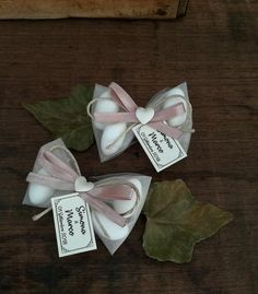 by Ma. Chi l'ha detto che i sacchetti portaconfetti Bridal Shower Gifts For Bride, Wedding Gifts For Guests, Party Guests, Wedding Favours, Girl Baptism Party, Girl Christening, Baby Baptism, Party Decoration, Wedding Decorations