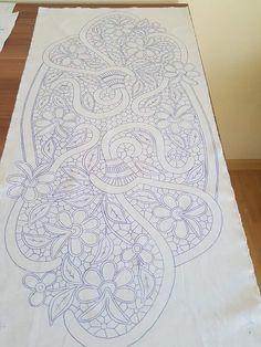Embroidery Motifs, Gold Embroidery, Embroidery Designs, Crochet Flower Tutorial, Crochet Flowers, Filet Crochet, Crochet Hats, Diy Pom Pom Rug, Needlepoint Stitches